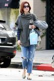 th_10848_Celebutopia-Kate_Walsh_with_ripped_jeans_in_Hollywood-09_122_1059lo.JPG
