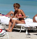 th_45124_Jesica_Cirio_Bikini_Candids_on_the_Beach_in_Miami_October_29_2012_09_122_353lo.jpg