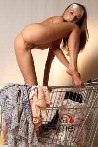 http://img45.imagevenue.com/loc389/th_000133215_tduid300163_MetArt_Entita_Alyssa_A_high_0092_123_389lo.jpg