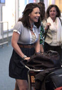 http://img45.imagevenue.com/loc431/th_184429258_Evangeline_Lilly_at_Vancouver_Airport2_122_431lo.jpg