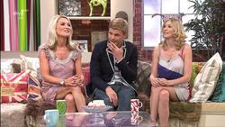 Zoe Lucker & Lisa Faulkner |Angela & Friends 25-5-10 | Leggy | HD 1080i
