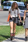 http://img45.imagevenue.com/loc73/th_12267_Miley2_122_73lo.jpg