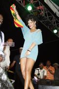 Rihanna in sexy legs and gorgeous Performs at Hope for Haiti in London - Jan 22 Foto 1740 (Рианна в сексуальных ног и великолепный выступает на Надежда на Гаити в Лондоне - 22 января Фото 1740)